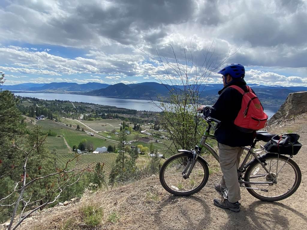 Cyclist overloooking Kelowna